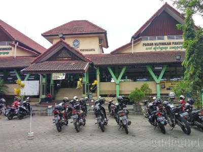 Pasar Klithikan Pakuncen Yogyakarta