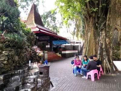 Goa Maria Lourdes Sendangsono Yogyakarta