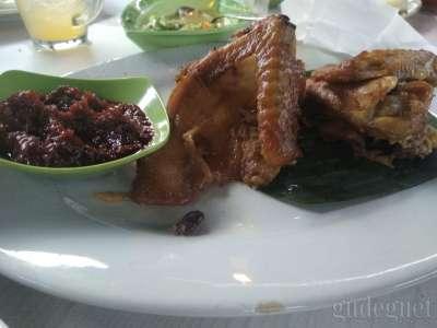 Warung Ayam Goreng Bu Tini Lowanu