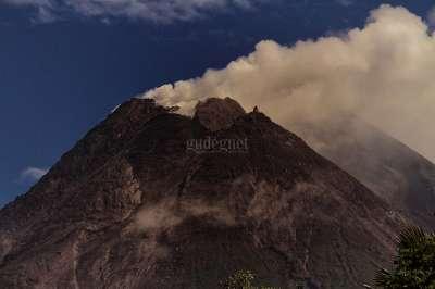 Asap Solfatara Gunung Merapi