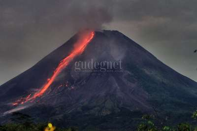 Gunung Merapi di Malam Hari