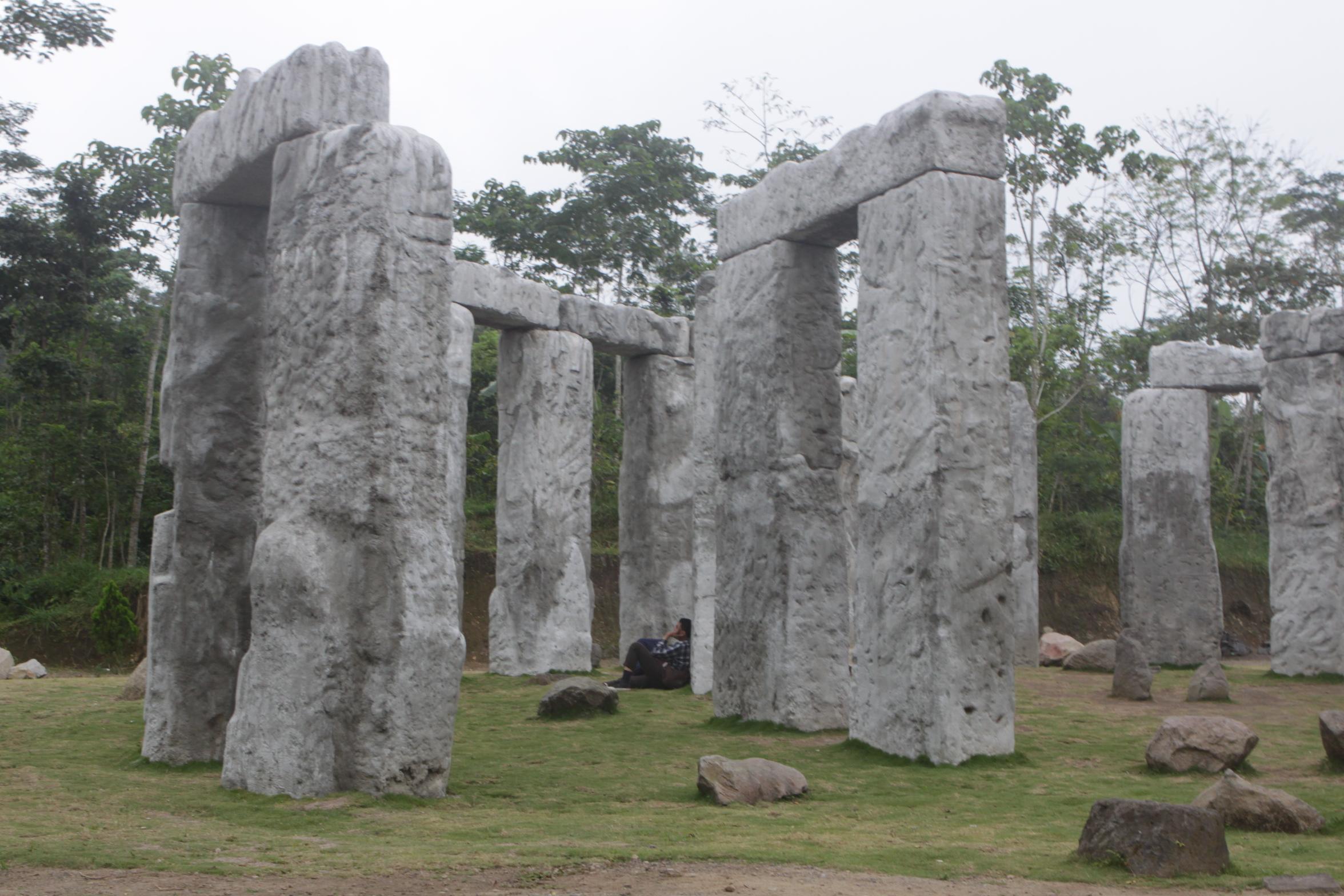 Wisata Ke Stonehenge Merapi