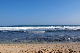 Air laut yang bersih dan jernih di Pantai Sepanjang Yogyakarta