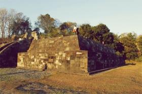 Candi Pembakaran dulunya digunakan sebagai tempat persembahan