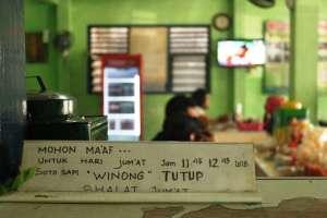 Suasana di dalam warung soto Winong