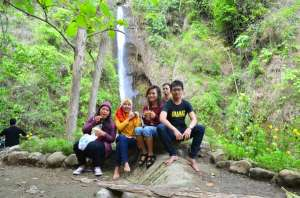 Tamasya bersama teman di Curug Siluwok