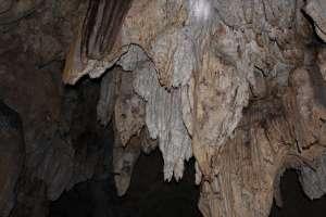 Batuan stalaktit di goa Gajah