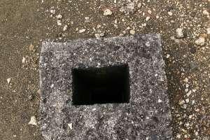 Bentuk lubang di atas gua