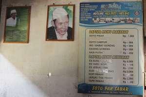 Harga makanan dan minuman di warung soto Pak Sabar