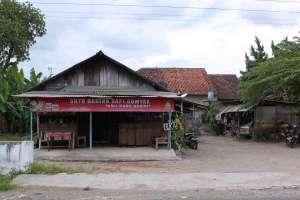 Tampak muka bangunan warung soto sapi Gumyak Kang Kasidi