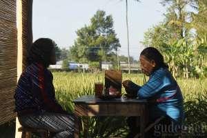 Suasana sarapan di soto Bathok Kadipiro