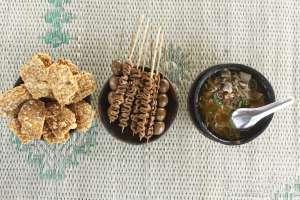 Menu sarapan yang lengkap dan mengenyangkan khas soto Bathok