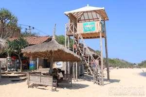 Pos penjagaan untuk mengawasi pengunjung yang ada di Pantai Indrayanti