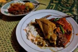 Gudeg ayam khas warung gudeg Pawon Yogyakarta