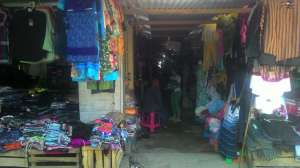 Pedagang pakaian di Pasar Prambanan