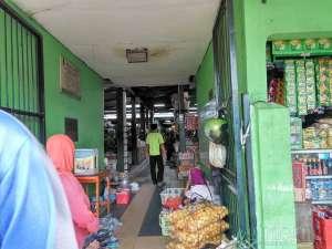 pintu masuk pasar legi