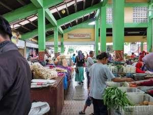 suasana di dalam pasar gendeng