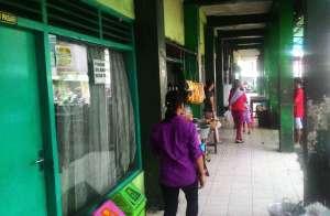 Bagian selasar depan Pasar Patuk