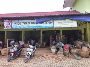 Tampak depan pasar Telo Karangkajen