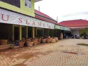 Suasan di pasar Telo Karangkajen