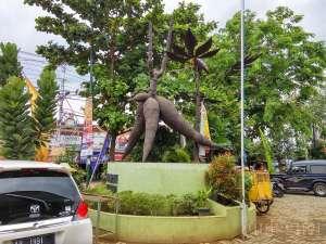 Patung ketela sebagai ikon pasar Telo Karangkajen
