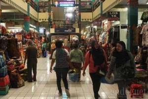 Bagian tengah pasar Beringharjo, Yogyakarta