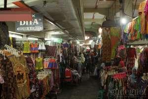Pusat sandang di pasar Beringharjo, Yogyakarta