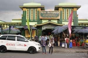 Bagian depan pasar Beringharjo, Yogyakarta