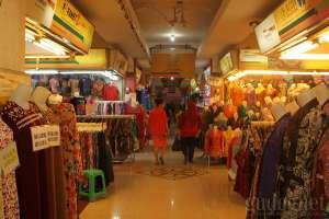 Tempat belanja murah dan lengkap hanya di pasar Beringharjo, Yogyakarta