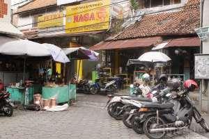 Toko jual beli emas di utara pasar Beringharjo, Yogyakarta