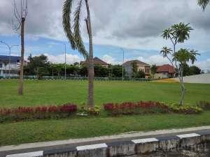 Taman yang ada di Grahatama Pustaka