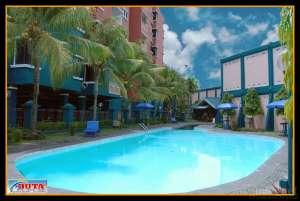 kolam renang di apartmen sejahtera