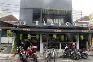 Blanco Coffe and Book