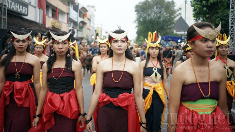 Sore Pawai FKY, Malam Lanjut Pembukaan Pasar Seni