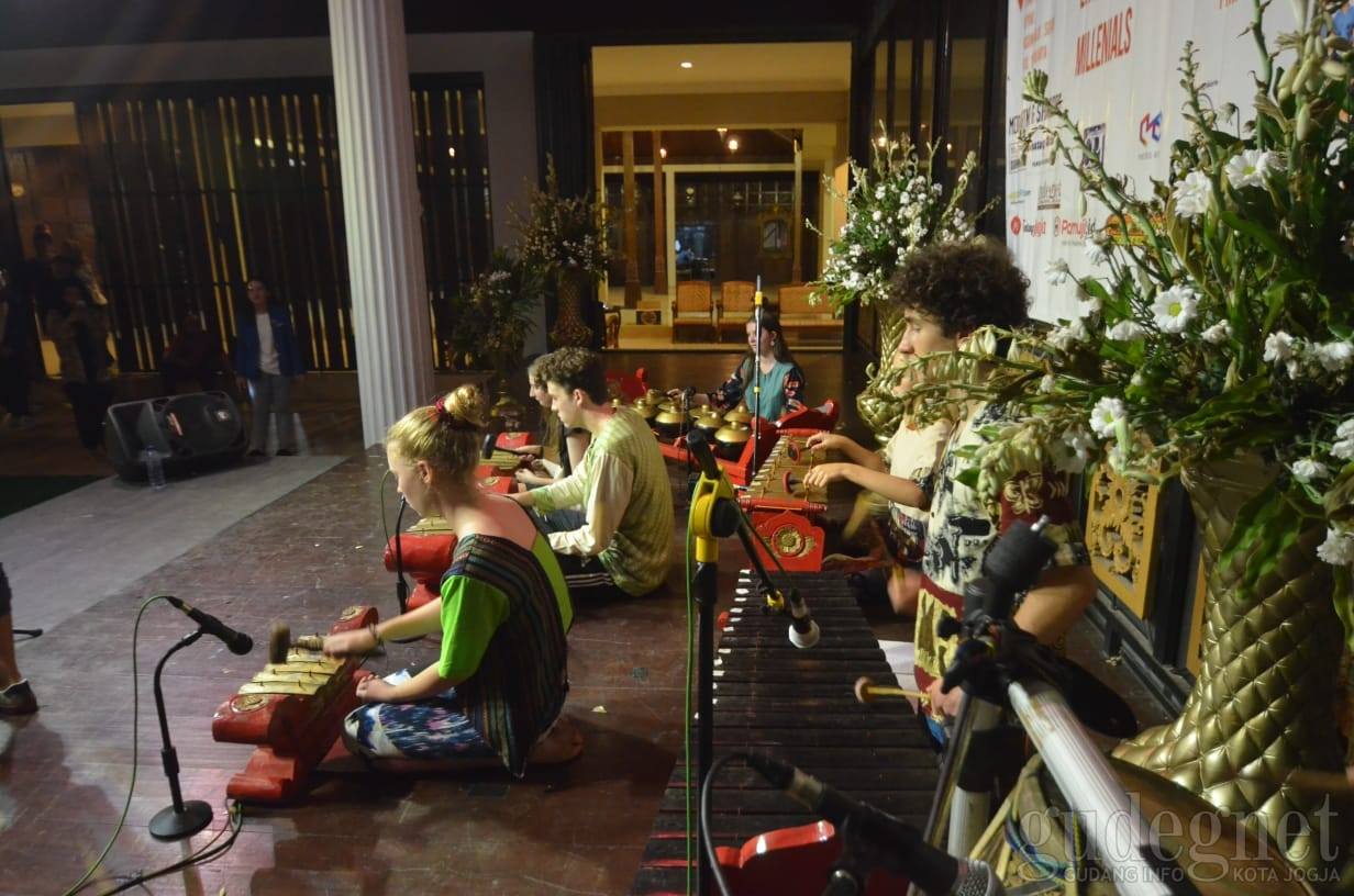 Tone De Traditional, Karya Tradisi Generasi Milenial