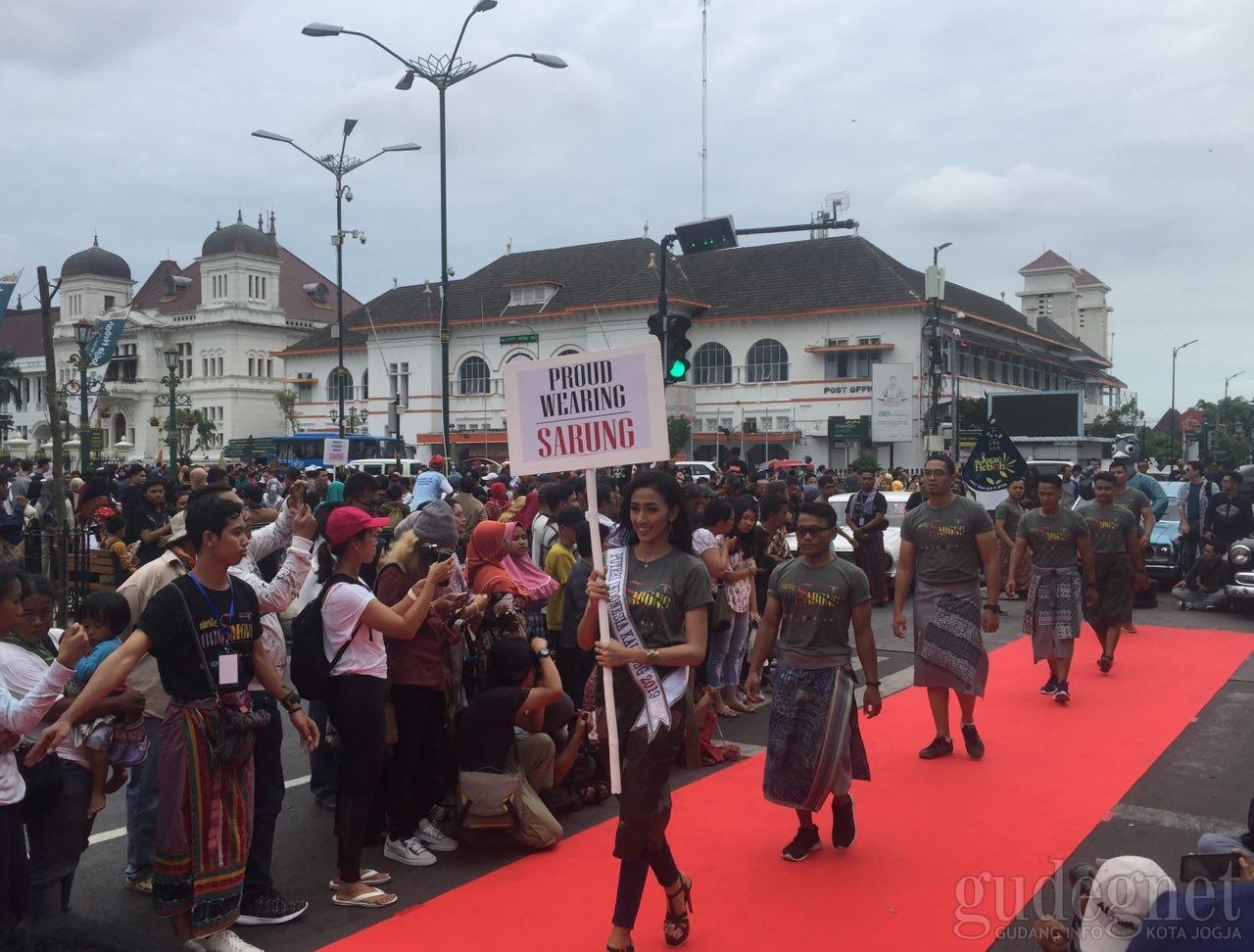 Fashion Show 1000 Sarong Diharap Masyarakatkan Penggunaan Sarung