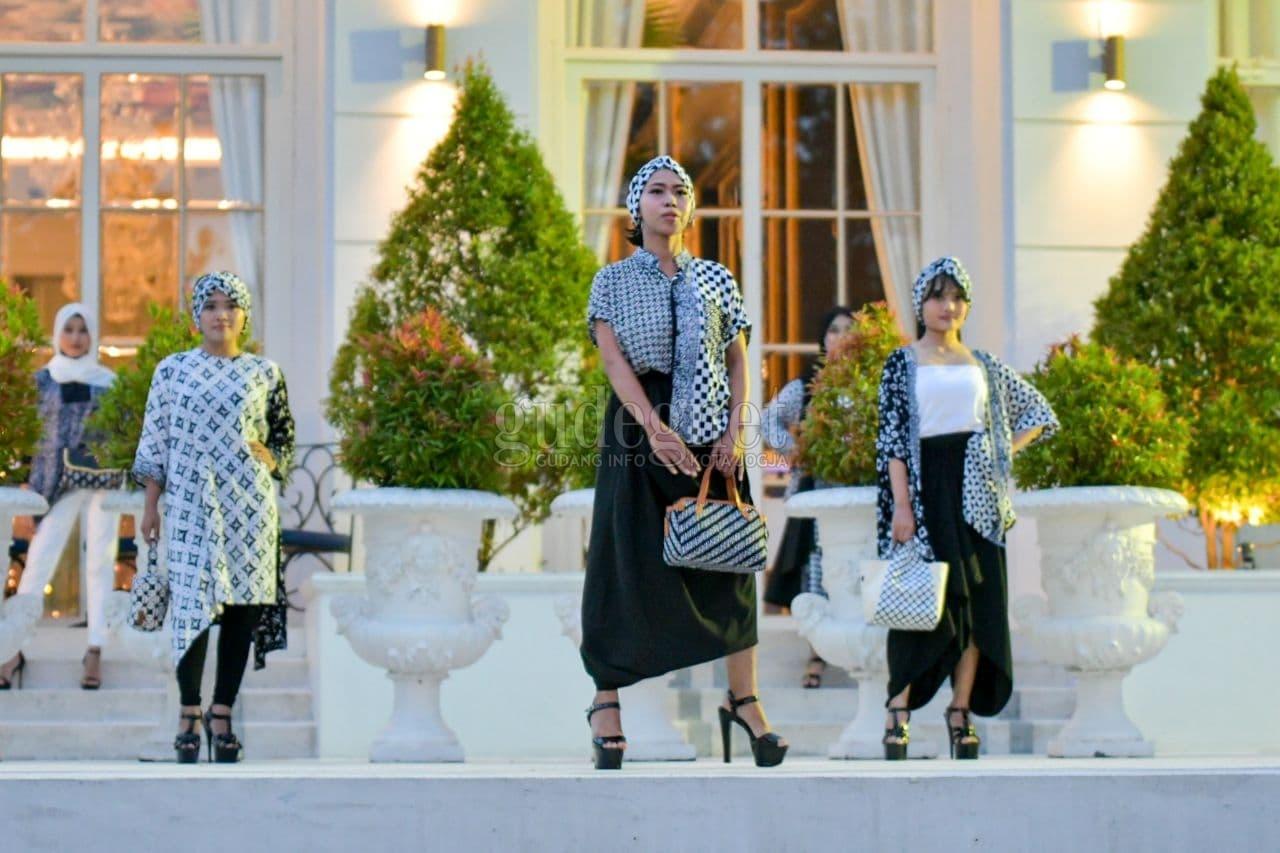 Fesyen Idulfitri: Batik Enom Luncurkan Koleksi Raya ''Monokrom''