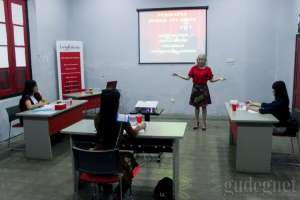 Finalis Miss Internet Jogja Berlatih Public Speaking di Hari Kedua Pembekalan