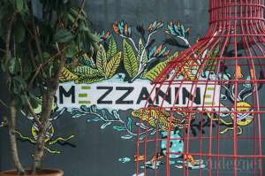 Mezzanine Eatery and Coffee: Kopi, Steak, Musim Panas