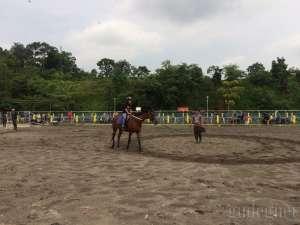 Berwisata dan Berkuda di Embung Tambakboyo