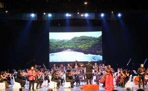 Konser Orkestra Harmoni Kebhinekaan Pukau Penonton