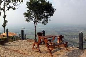 Menikmati Pemandangan Alam dari Amettati Resto