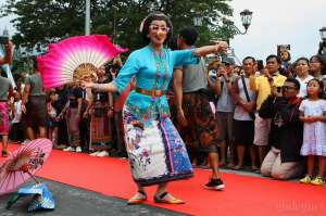 500 Model Berlenggok di Malioboro Fashion Show 1000 Sarong