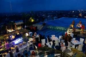 Nirvana Pool & Lounge: Sensasi Bukber di Rooftop Tertinggi di Yogya