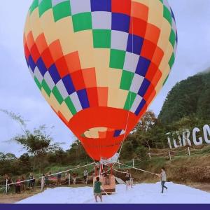 Cobain Serunya Naik Balon Udara di Festival of Light Kaliurang