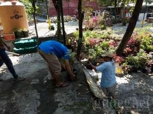 Wujudkan Code Sejuta Bunga, Warga dan Mahasiswa KKN UIN SUKA Asrikan Kampung