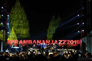 Yovie and His Friends Lelehkan 15 Ribu Pengunjung Prambanan Jazz #5