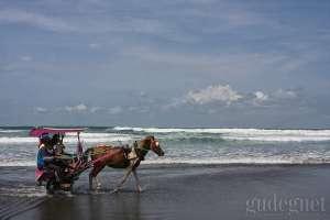 Ratusan Wisatawan Ditolak Masuk Pantai Parangtritis