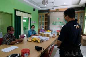 UAJY Salurkan Bantuan APD untuk Puskemas Cangkringan