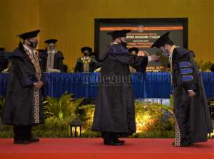 Cak Halim, Mendes PDTT Dianugerahi Gelar Honoris Causa oleh UNY
